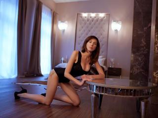 IsabelleBigTits live striptease
