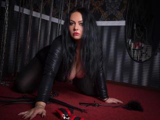 BrunetteLizzy sexy webcam performer